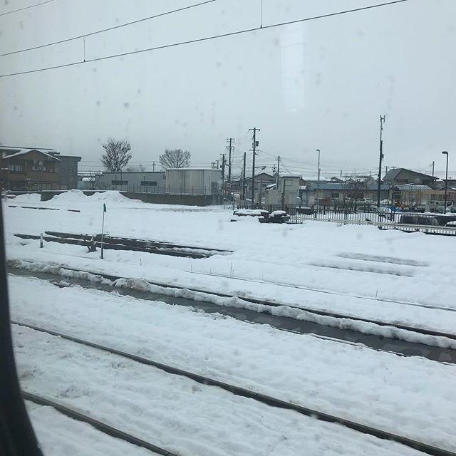 雪の秋田県大仙市から東京に向けて出発