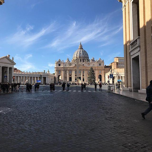サン・ピエトロ広場詳細レポは後ほど。#roma #itary #ローマ #イタリア #海外旅行 #サン・ピエトロ広場