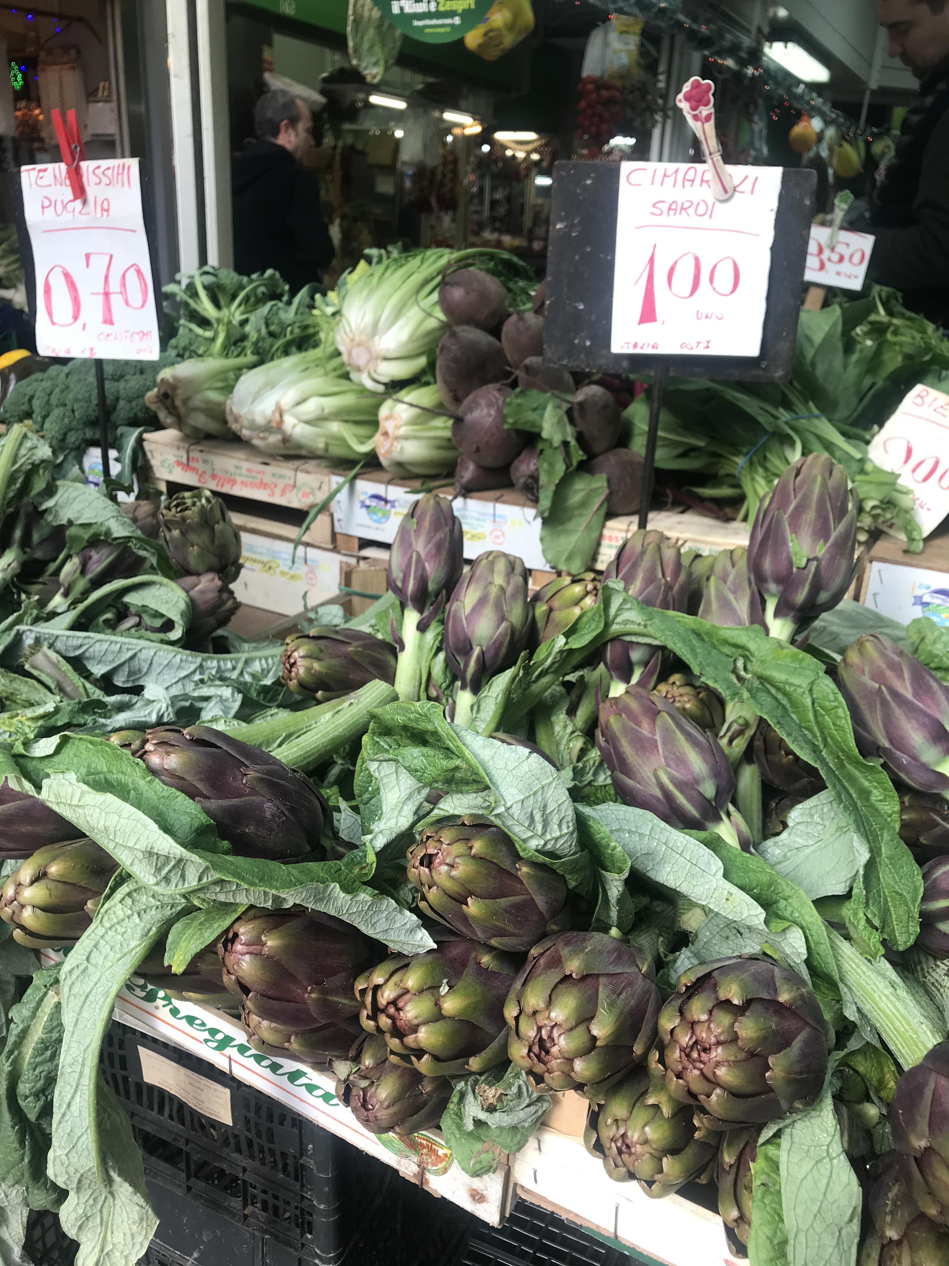 ローマっ子が通う市場の冬野菜たち