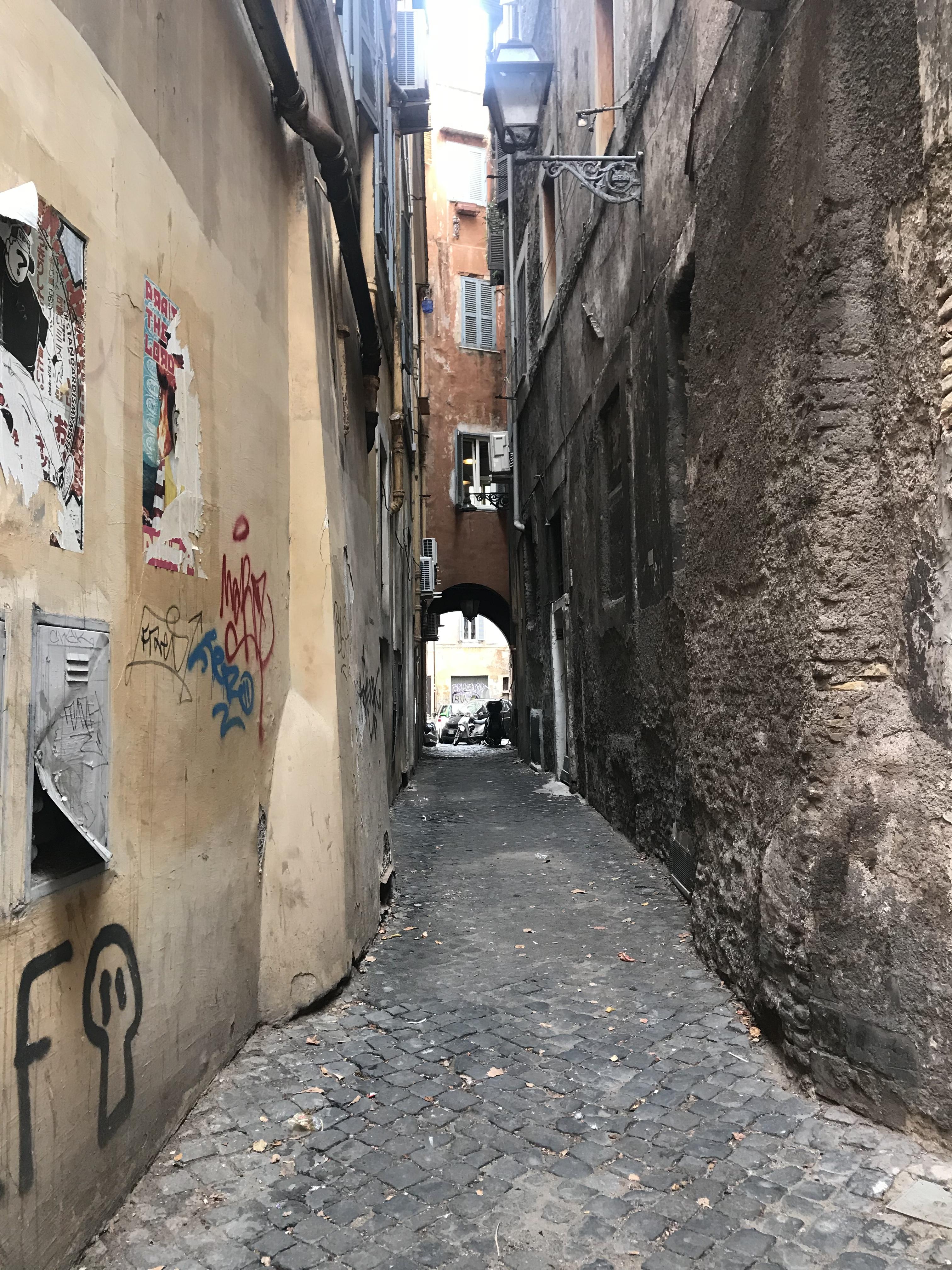 ローマ ローマの道路事情と街並み