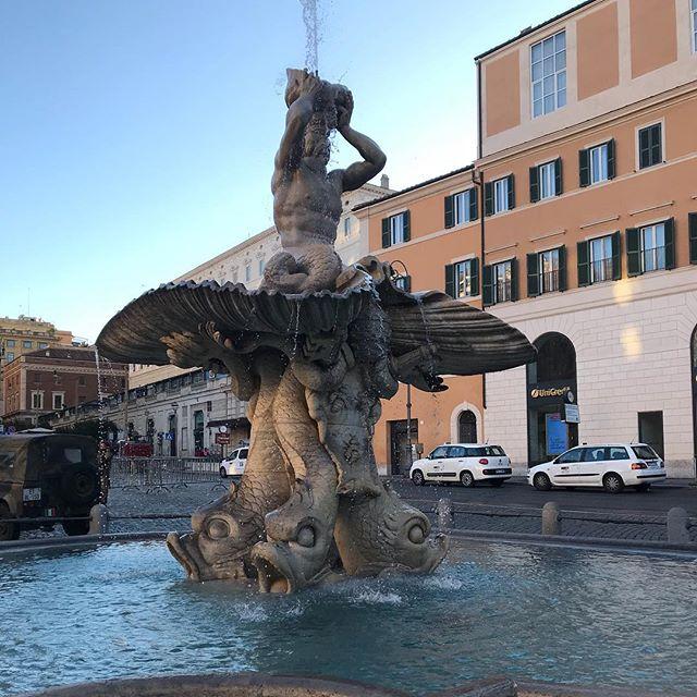 イタリア ローマ バルべリーニ広場 トリトーネの噴水 ベルニーニ作#itary #roma #piazzabarberini #fontanadeltritone #bernini