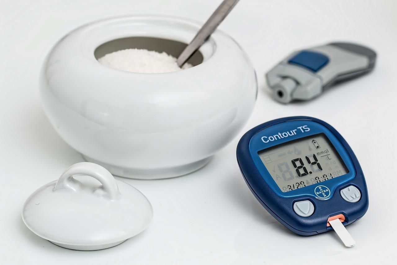 糖質制限→やせるには血糖値が関係する→フリースタイルリブレを装着