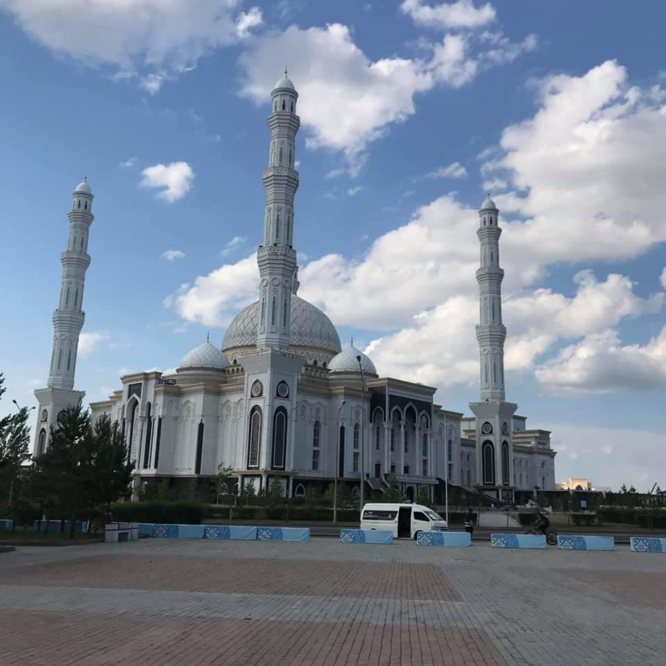 中央アジア最大のモスク ハズィレット・スルタン・モスク(カザフスタンの首都ヌルスルタン)