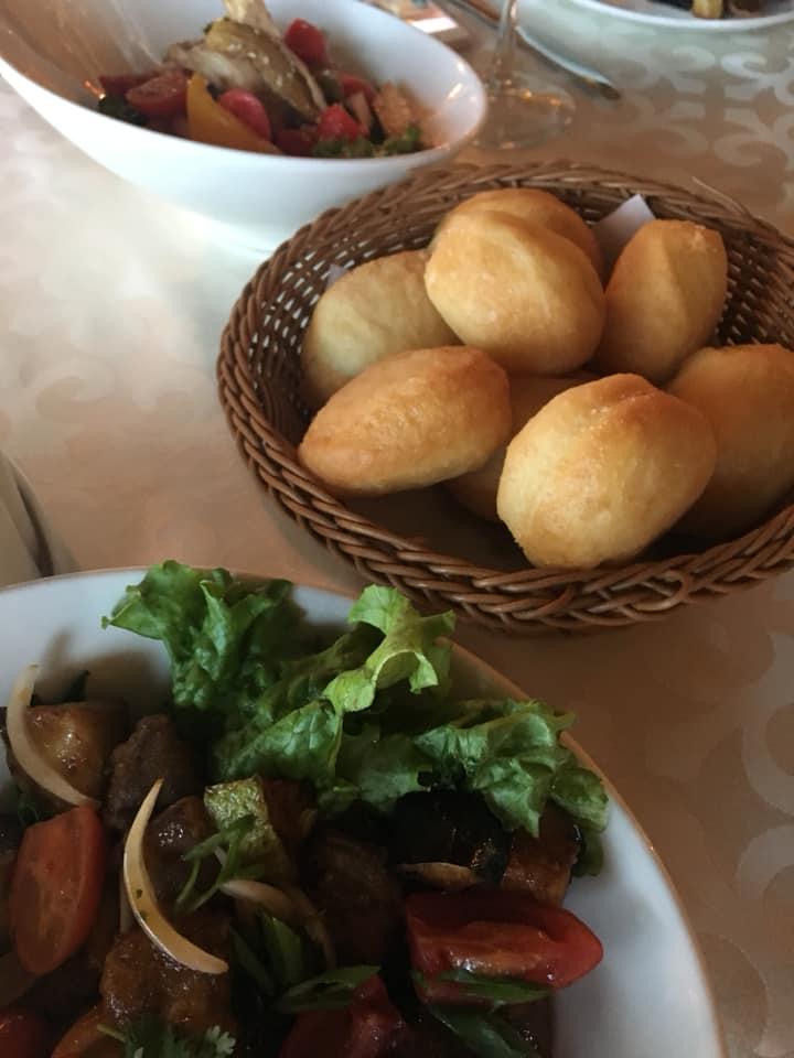 カザフスタンへの一人旅 絶景レストランでのディナーとカザフの家庭の考え方