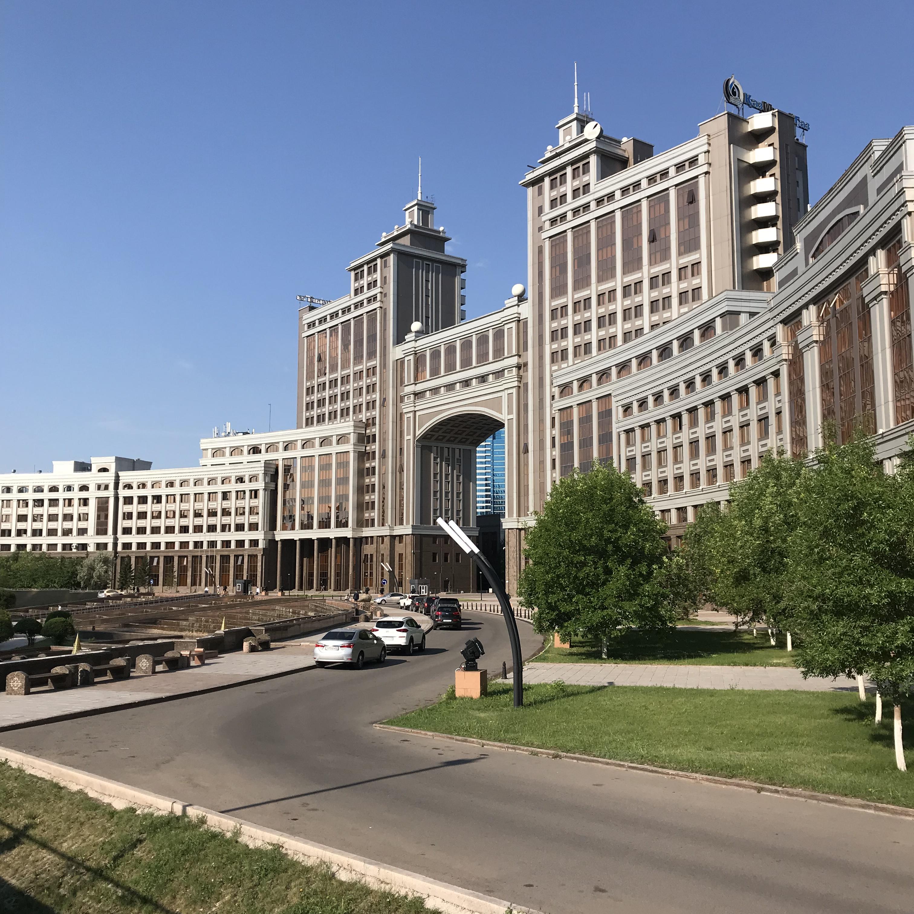 カザフスタンへの一人旅 二日目 朝の散歩 カザフスタンの首都ヌルスルタンの街並み