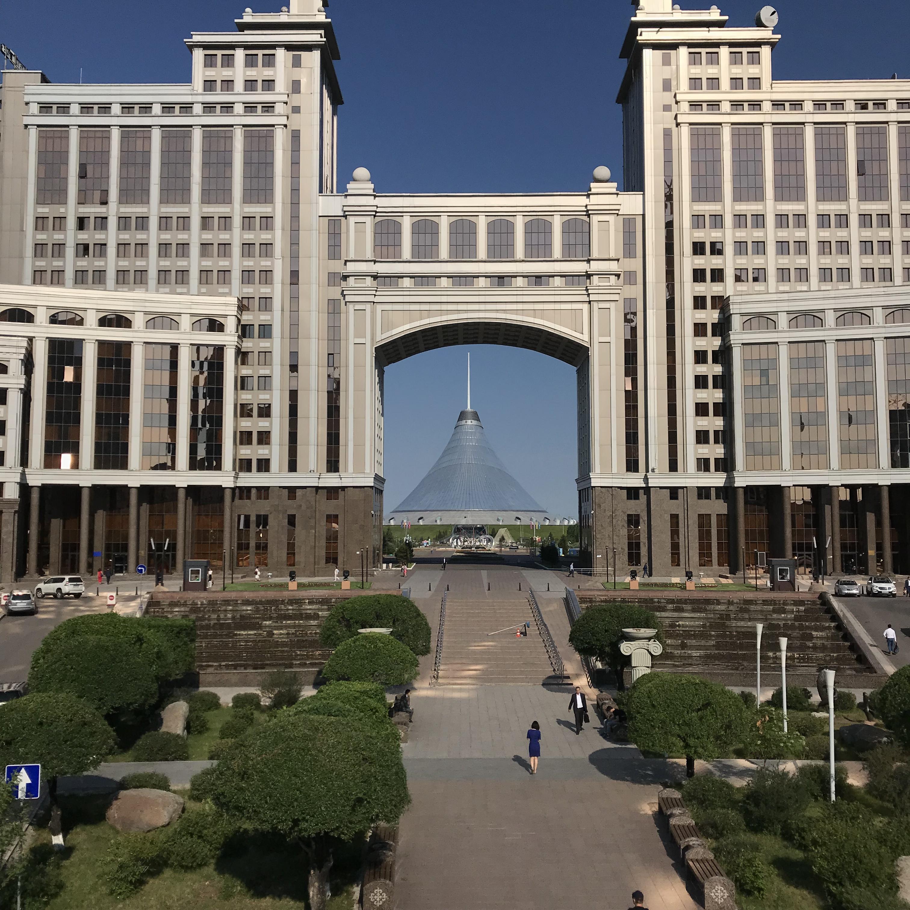 カザフスタンへの一人旅 二日目 朝の散歩2 ネット事情 交通事情 通貨 言語事情