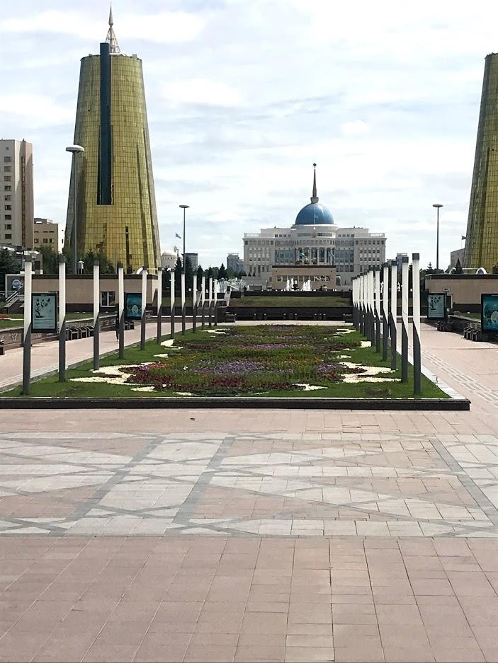 カザフスタン一人旅 カザフスタンの首都ヌルスルタンの街並み 道路 公園など