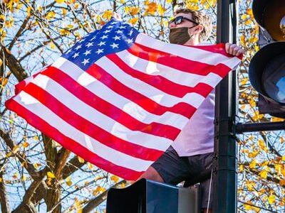 なぜかホワイトハウスに星条旗がない!