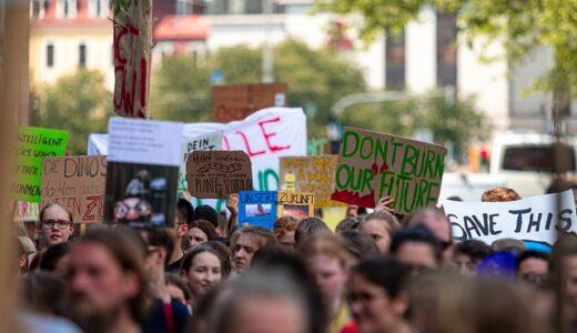 ロンドンで100万人デモ 反ワクチン 我々に自由を!